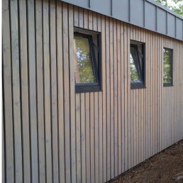bardage claire voie vertical saturé gris vieux bois