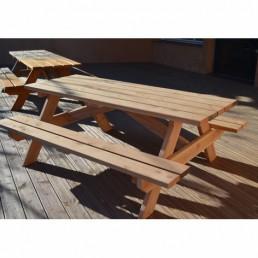 Mobilier de jardin en bois - table, banc et banquette
